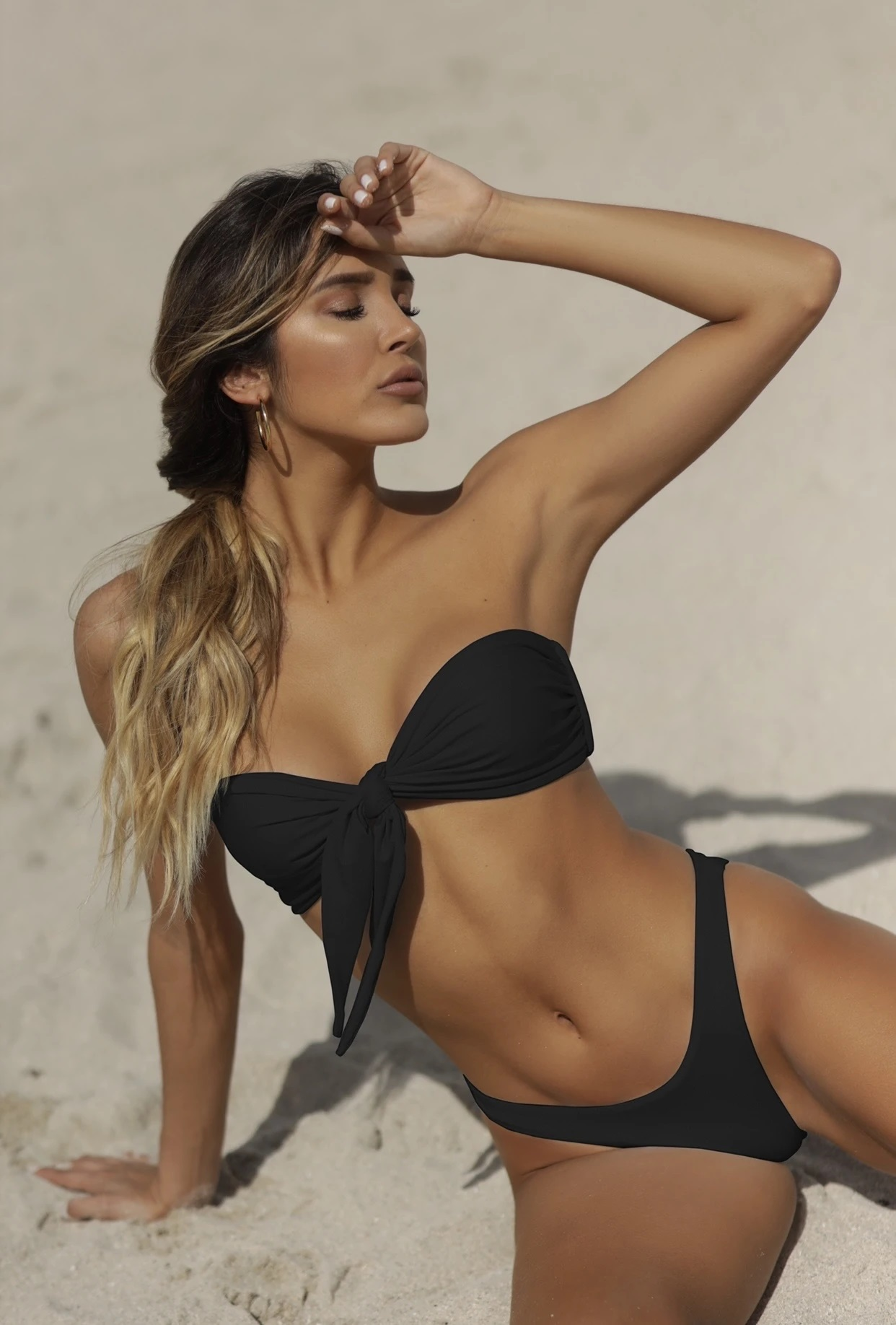 Almamia Zwarte Luxe Bandeau Bikini