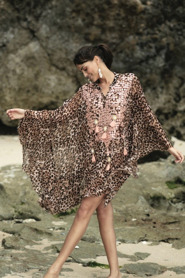 Miss June Peach Leopard Ashanti Kaftan -Uniek-Animal Print